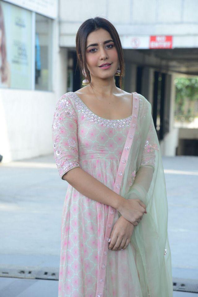 Raashi Khanna in treditional